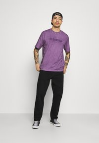Russell Athletic Eagle R - NELSON - Print T-shirt - violet - 1