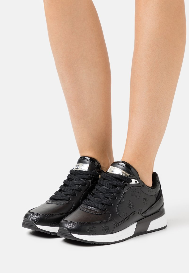 Guess - MOXEA - Trainers - black