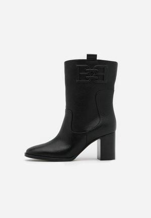 DORIS  - Kotníkové boty - black