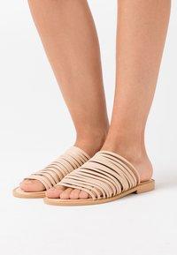 BEBO - RIA - Pantofle - nude - 0