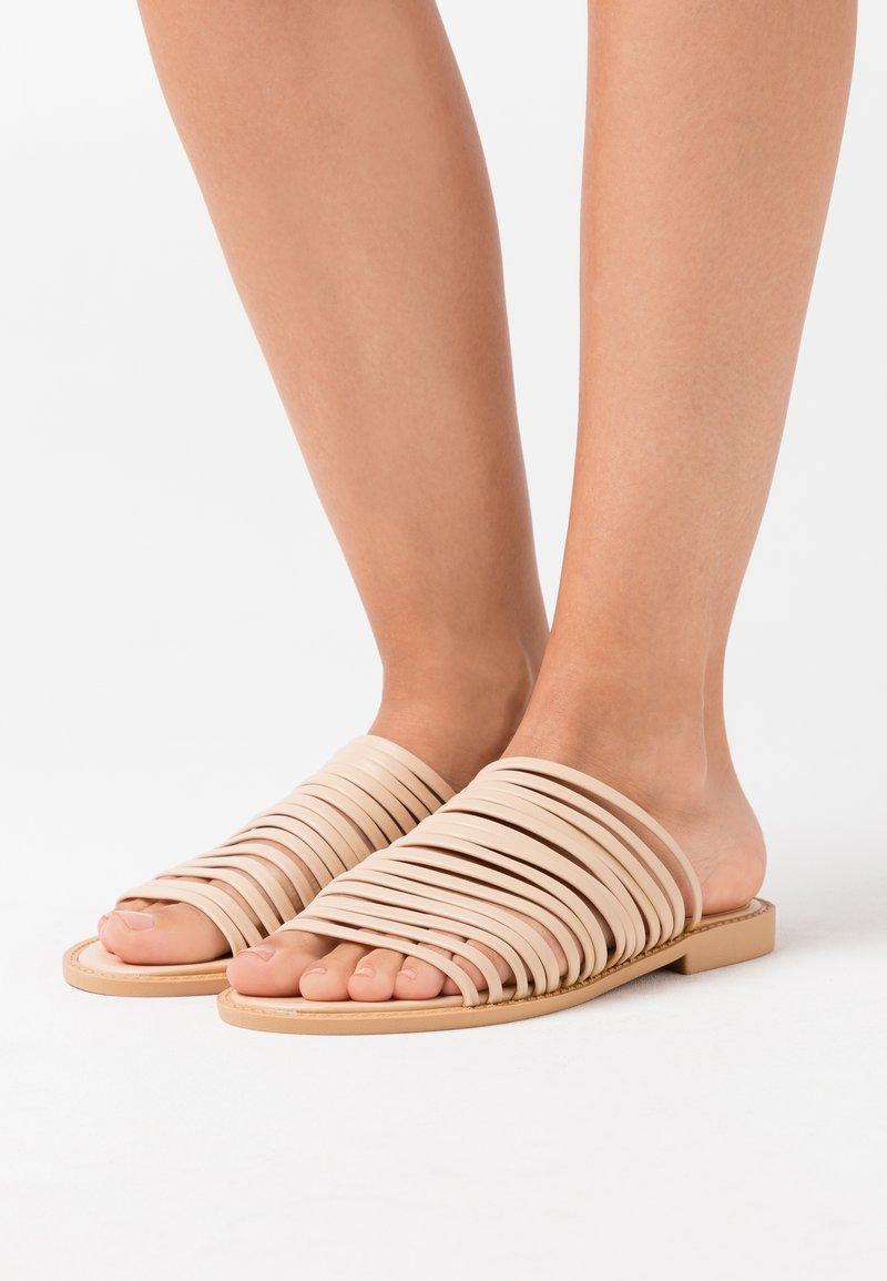 BEBO - RIA - Pantofle - nude