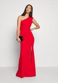 WAL G. - ONE SHOULDER MAXI DRESS - Vestido de fiesta - red - 1
