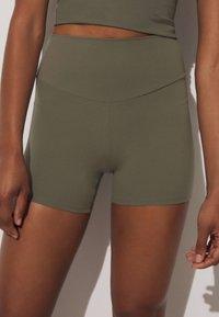 OYSHO - COMFORTLUX HOT PANTS - Collants - khaki - 2