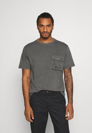 UTLITY POCKET OVERLOCK - T-shirt - bas - black