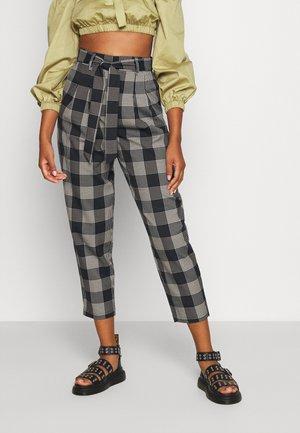 OBJCILLE PANT - Spodnie materiałowe - black/white
