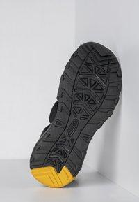 Keen - Outdoorsandalen - black/keen yellow - 4