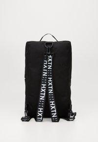 HXTN Supply - BLACK HEIST BAG - Sports bag - black - 3