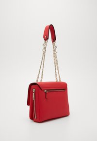 Guess - CHAIN CONVERTIBLE XBODY FLAP - Bandolera - red - 4