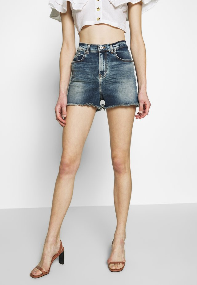 LAYLA - Denim shorts - field wash