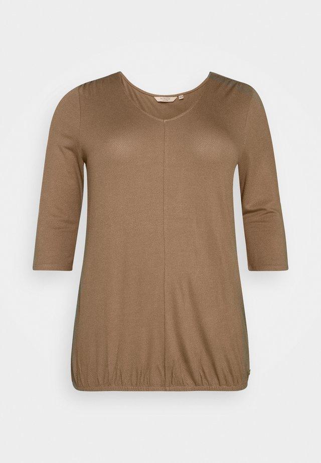 PLEAT DETAIL - Langarmshirt - light chestnut