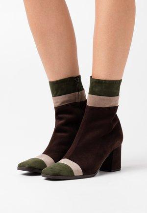Classic ankle boots - verdone/taupe/testa di moro