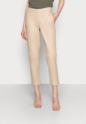 PIAS - Kožené kalhoty - latte