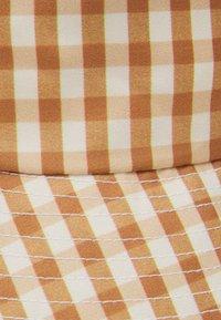 Loeffler Randall - BUCKET HAT - Kšiltovka - amber gingham - 2