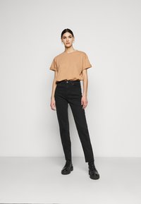 Missguided Tall - LIMEDROP SHOULDER OVERSIZED 2 PACK - Jednoduché triko - black/camel - 1