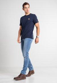 Timberland - BOOT LOGO - Print T-shirt - dark sapphire - 1