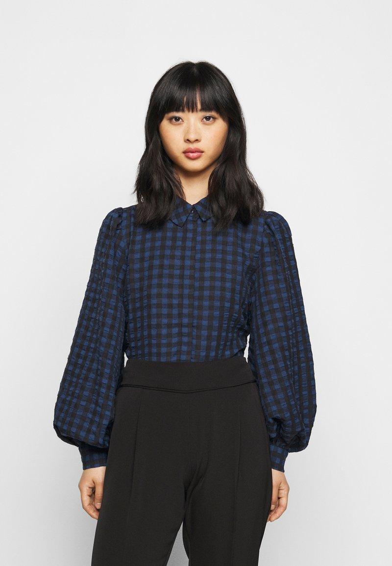 Pieces Petite - PCLUNNA SHIRT - Button-down blouse - black/navy