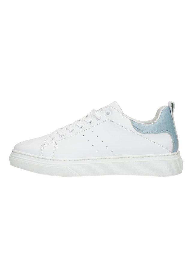 MIT HELLBLAUEM DETAIL - Sneakers laag - weiß