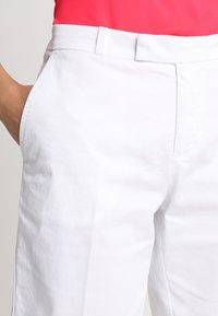 Banana Republic - BERMUDA  - Shorts - white - 4