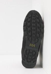 Helly Hansen - TSUGA - Vysoká chodecká obuv - jet black/charcoal - 4
