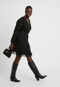 Glamorous Curve - Day dress - black/gold - 2