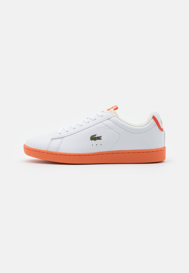 CARNABY EVO - Baskets basses - white/orange