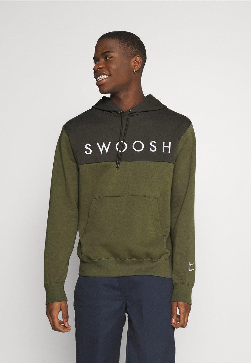 Nike Sportswear - HOODIE - Hoodie - twilight marsh/white