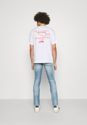 ARTWORK TEE - T-shirt med print - white