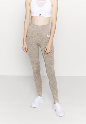 SEAMLESS LEGGINGS GLOW - Leggings - braun