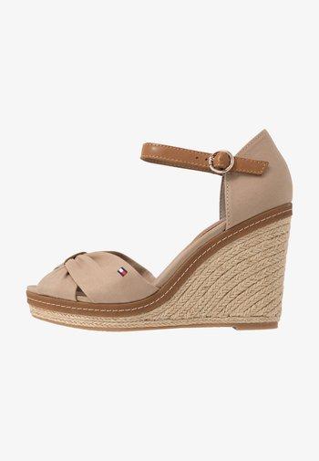 ICONIC ELENA SANDAL - Sandály na vysokém podpatku - cobblestone