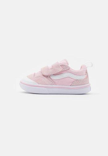COMFYCUSH NEW SKOOL - Sneakers basse - blushing bride/true white
