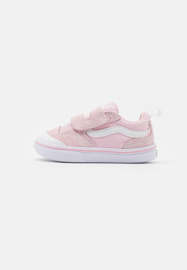 COMFYCUSH NEW SKOOL - Baskets basses - blushing bride/true white