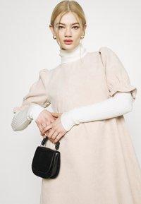 Missguided - OVERSIZED SMOCK DRESS FRILL SLEEVE - Vestido informal - stone - 3