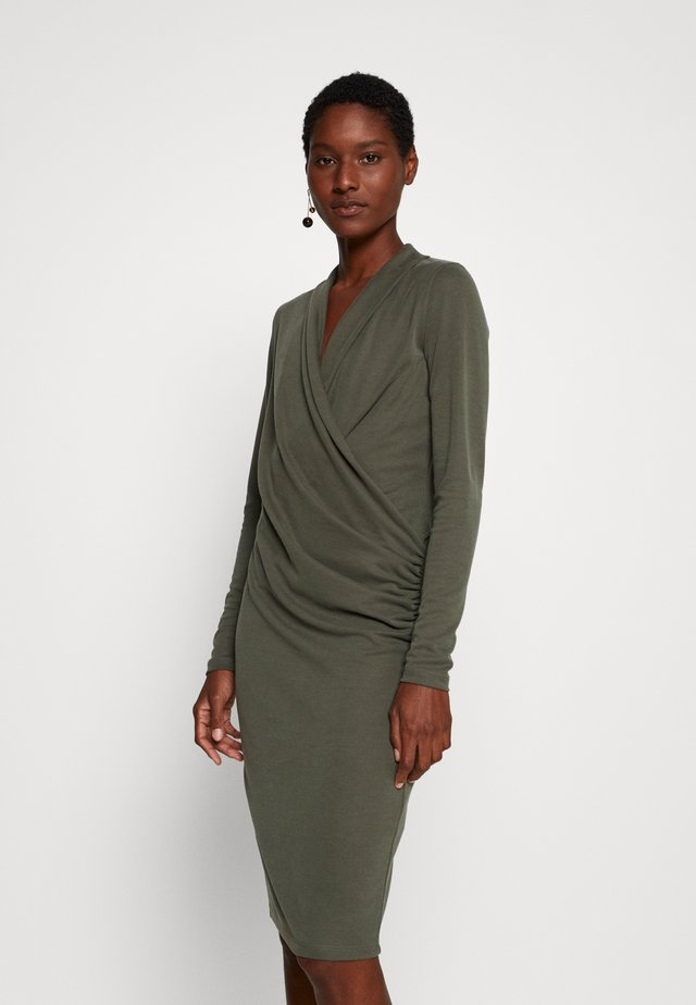 CATJA DRESS - Vardagsklänning - beetle green