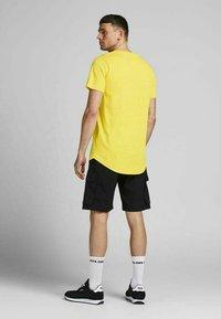 Jack & Jones - SLIM FIT - Print T-shirt - yellow - 2