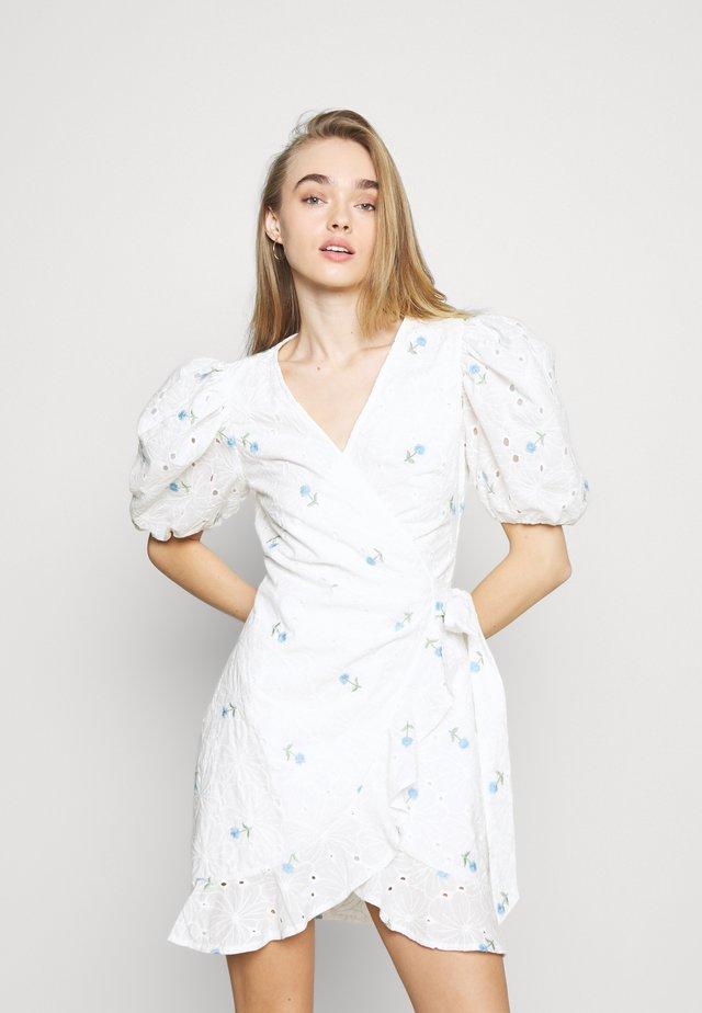 FLORAL BRODERIE PUFF SLEEVE MINI DRESS - Korte jurk - white