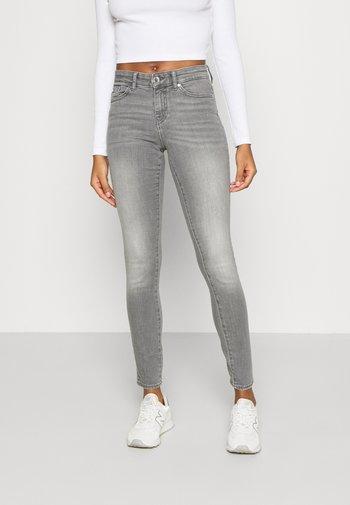 ONLANNE MID SKINNY - Jeans Skinny - grey denim