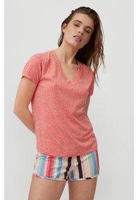 O'Neill - Basic T-shirt - hot coral - 0