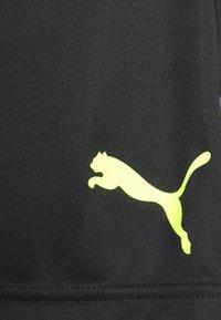 Puma - INDIVIDUAL SHORTS - Short de sport - black/yellow alert - 3