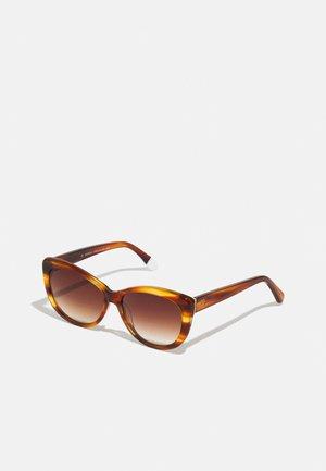 MAKENNA - Sluneční brýle - brown