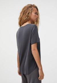 OYSHO - Basic T-shirt - grey - 2