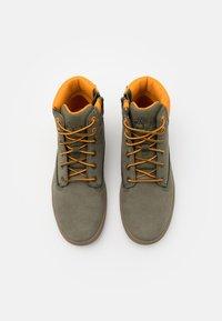 Timberland - DAVIS SQUARE UNISEX - Sneakersy wysokie - dark green - 3