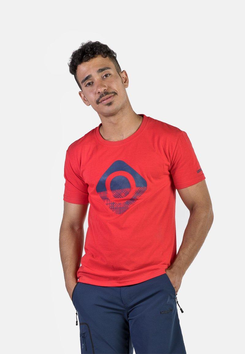 IZAS - GRANBY - T-shirt imprimé - red/bluemoon