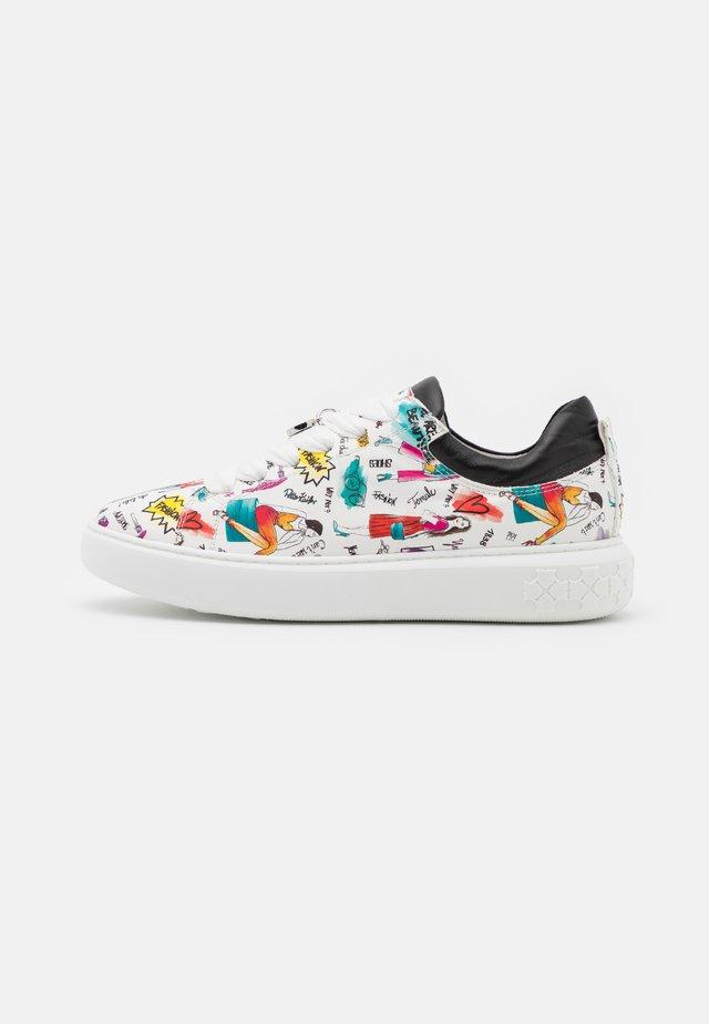 FLORA - Sneakers laag - weiß/schwarz