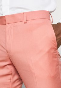 Isaac Dewhirst - THE FASHION SUIT NOTCH - Suit - coral - 7
