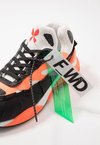 F_WD - Sneakers laag - ventik black/foam white - 5