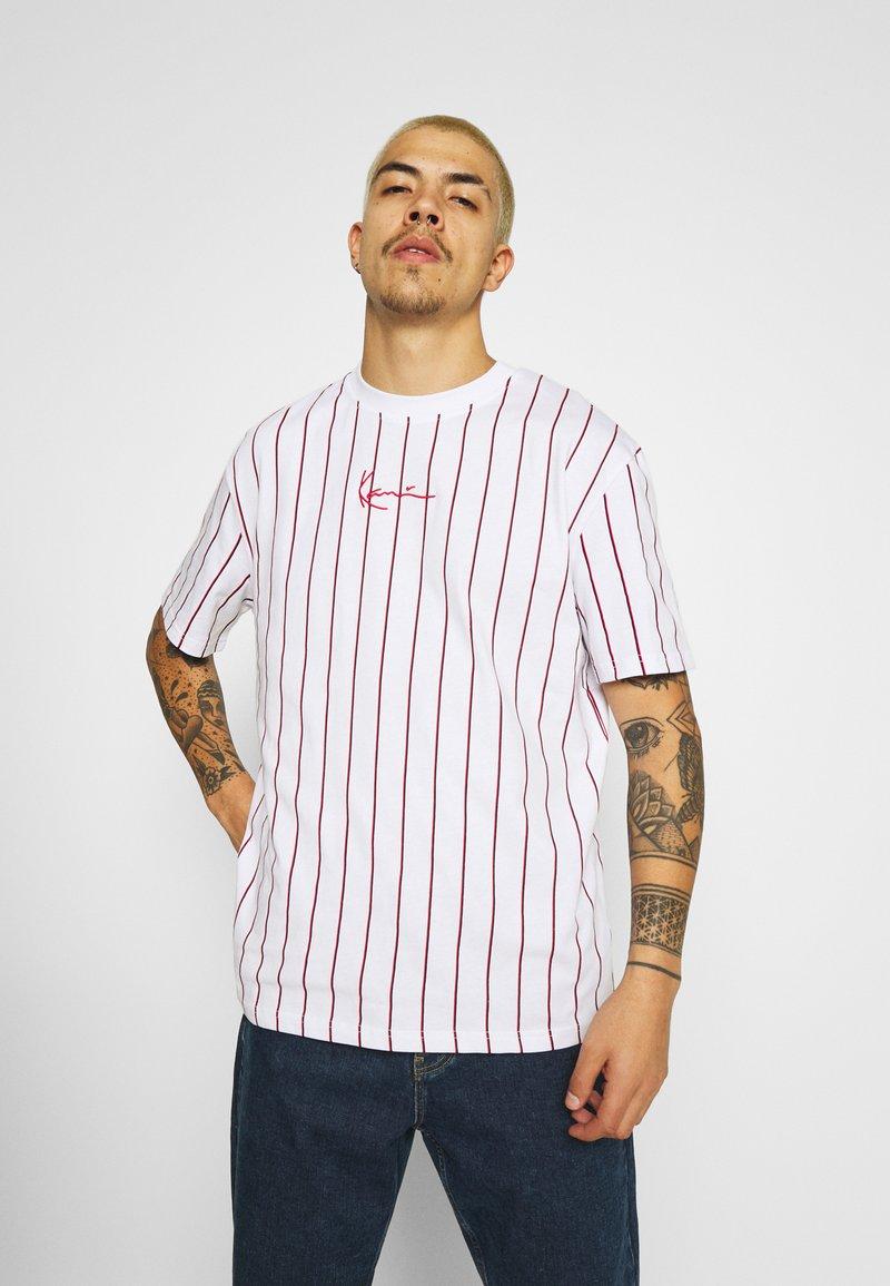 Karl Kani - SMALL SIGNATURE UNISEX  - T-shirt con stampa - white
