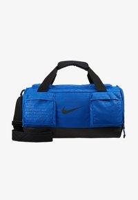 Nike Performance - VAPOR POWER S DUFF  - Sportovní taška - game royal/black - 6