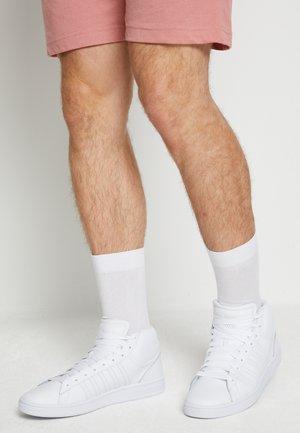 COURT WINSTON MID - Vysoké tenisky - white