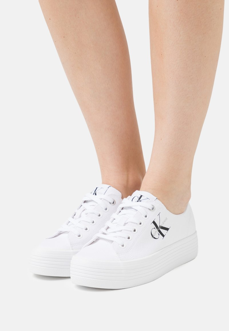 Calvin Klein Jeans - FLATFORM LACEUP - Sneakers basse - bright white