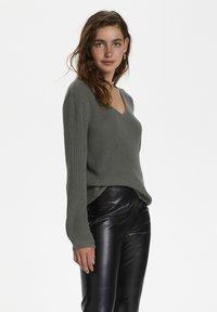 Soaked in Luxury - Sweter - brushed nickel - 0